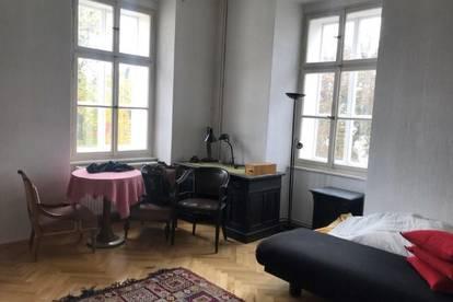 Großzügige Altbauwohnung in Jahrhundertwende-Palazzo für 3 Monate