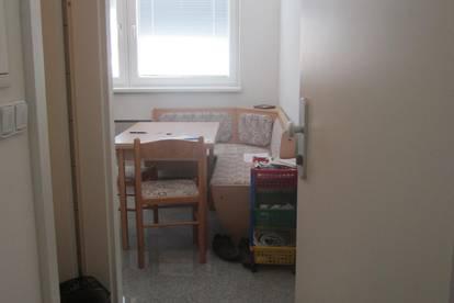 GMZ 520,-- hier Provsionsfrei, gr. Wohnzimmer, Bad/WC, Küche - jew. getrennt , feine Kleinwohnung, Wärmedämmung,