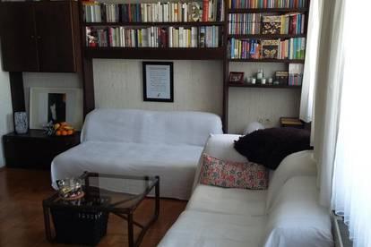 Gesundes Wohnen: Möblierte Wohnung mit Loggia und Tiefgaragenplatz