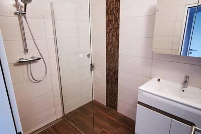 Frisch Renovierte 3 Zimmer Wohnung mit Loggia *Privat*