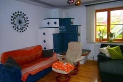 Schöne, geräumige Wohnung mit Wintergarten und Kachelofen