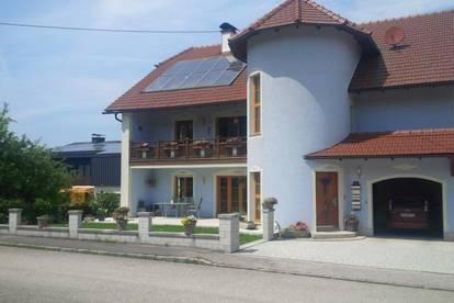 Attraktives & modernes Zweifamilienhaus in ruhiger Lage