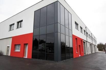 Moderne neu errichtete Geschäftslokale in zentraler Lage
