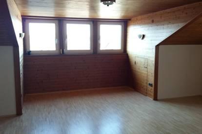 große 2-Zimmer Dachgeschoßwohnung in Seekirchen