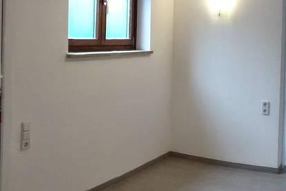 Vermiete Wohnung, Neumarkt a. W.,2 Zimmer, ca. 32m² Bruttomiete €580.- Gartenmitbenutzung.
