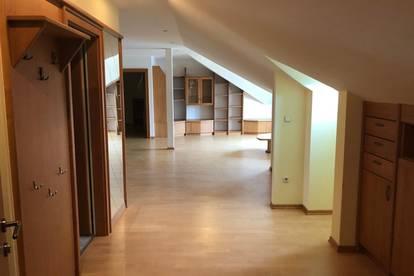 Zentral gelegene offene DG-Wohnung