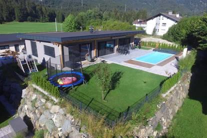 Modernes-Neuwertiges Wohnhaus mit Pool