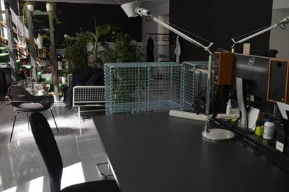 Schreibtischplätze in coolem Produktionsbüro nahe Schönbrunn