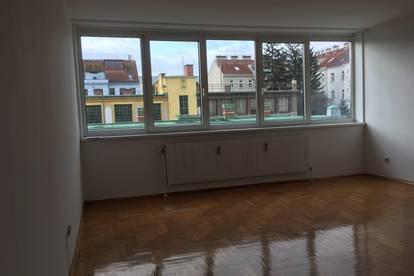 Helle neu renovierte 3 Zimmerwohnung