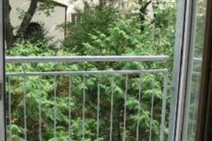 PROVISIONSFREI: Appartement mit Balkon in saniertem Altbau