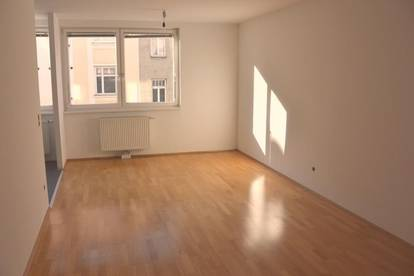 Provisionsfreie wunderschön sanierte Wohnung mit Balkon in den Innenhof