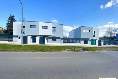 Zwei moderne, exklusiv ausgestattete Doppelhaushälften sowie ein Einfamilienhaus - nur 15 Minuten von Wien entfernt