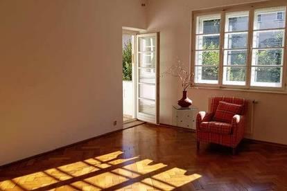 Rechtes Salzach-Ufer: Stilvolle Altbauwohnung mit hohen Räumen, Balkon, allg. Garten - sehr zentral - WG möglich