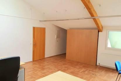 5431 Kuchl: Helles, gepflegtes Büro mit Loggia, Teeküche und 2 KfZ-PP in werbewirksamer Lage