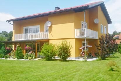 Großzügiges Wohnhaus mit zwei Wohnungen und wunderschönem Garten