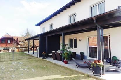 """Familienfreundliches Doppelhaus """"Rainbow"""" ca. 119 m² inkl. Garten und Carport"""