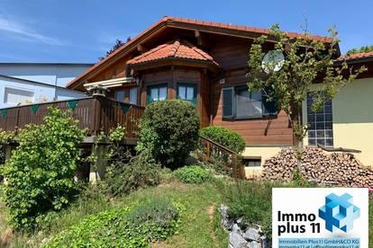 VIDEO: Traumhaftes Holzblockhaus mit Garage und Carport bei Neulengbach