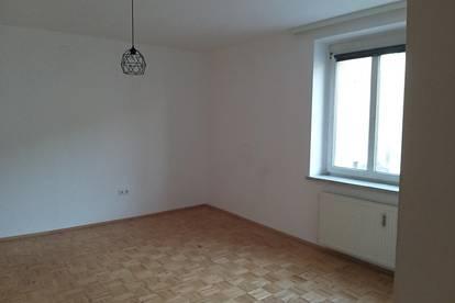 Privat: Zentrale, helle 3 Zimmer Wohnung!