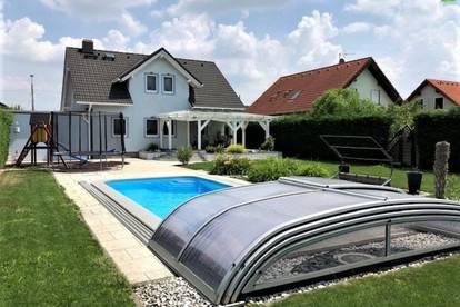 Modern und großzügig Wohnen auf ca. 222 m² mit Garten und Pool in Ruhelage - Koffer packen und einziehen!!