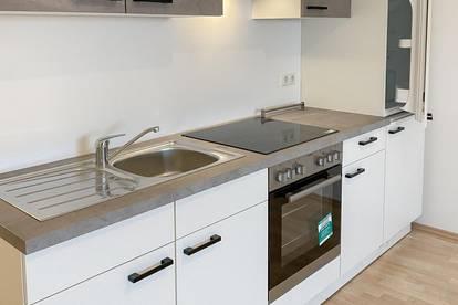 Neu-sanierte 2-Zimmer Wohnung mit Küche und Klimaanlage - ideal für Singles oder Pärchen