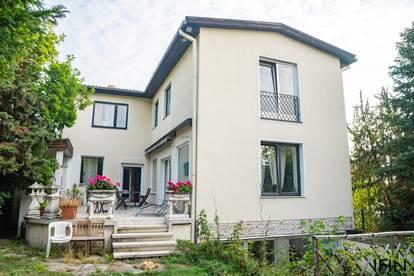 Wohnen mit Stil! Haus mit Garten, Terrasse, Indoor Pool, Garage und Vielem mehr in schöner Wohngegend