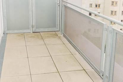 Geräumige 3 ZI-Wohnung mit Küche in zentraler Lage