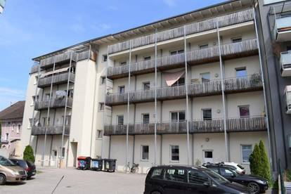 Schöne 3- Zimmer Wohnung mit Küche und Balkon - Hofseite
