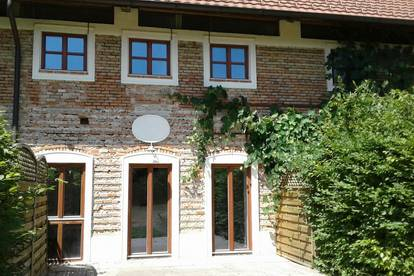 exklusive 2-stöckige Wohnung in revitalisierten Vierkanthof