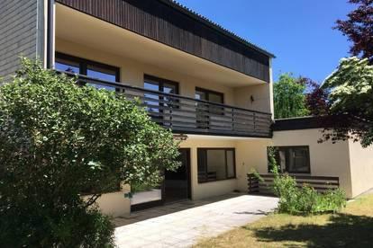 Einfamilienhaus mit Stil mit idyllischem Garten, Doppelgarage und Praxis/ Büro in einzigartiger Lage in Vöcklabruck
