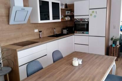 Neue Wohnung im Zentrum 67 m2, moderner Küche und Balkon mit Ausblick zur Stiftskirche