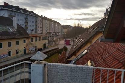 Dachgeschoss Maisonettewohnung - 3,5 Zimmer - 2 WC - 1 Duschbad - 103 qm - Dachterrasse - Klimaanlage - Spitzboden