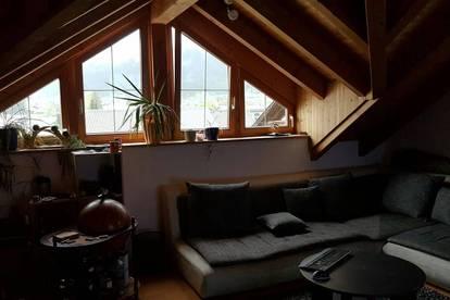 Schöne zwei Zimmer Dachwohnung in Lechaschau zu vermieten