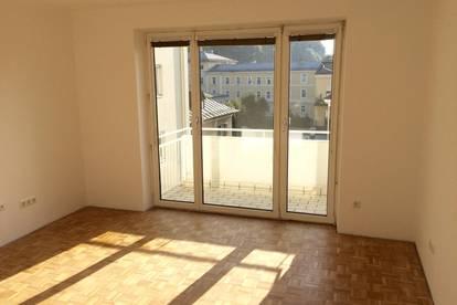 von PRIVAT: Sonnige, nette, sehr helle 2-Zimmer-Wohnung mit Balkon in zentraler Lage zu vermieten