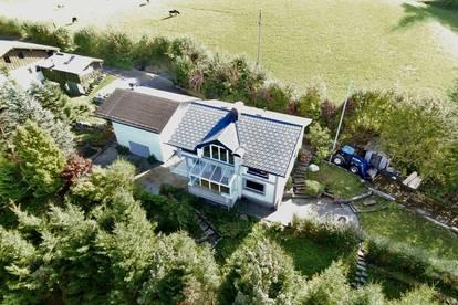 Schöner Wohnsitz mit Gartenparadies und Panoramablick