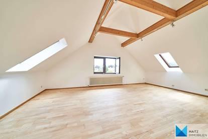 JAHRHUNDERTWENDE-VILLA IM COTTAGE: Großzügige Dachgeschoss-Etagenwohnung mit Terrasse & Fernblick