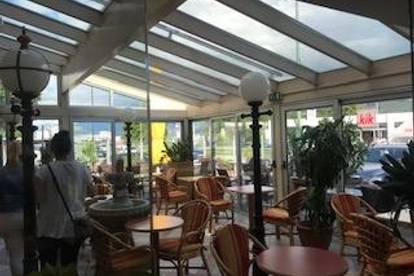Neu-Rum komplett ausgestattete Konditorei mit Gartencafé