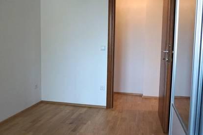 Provisionsfrei*Zentral*Teilmöbliert***Wohngemeinschaft***No commission*Central location*Semi-furnished