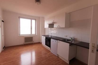 Studenten/Familien aufgepasst -Lendplatz: 4-Zimmer-Wohnung mit Loggia u. Balkon!