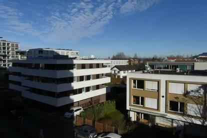 Neu renovierte, helle 3 Zimmerwohnung mit 2 Balkonen