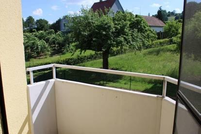 Sehr schöne und ruhige Wohnung mit überdachten Balkon