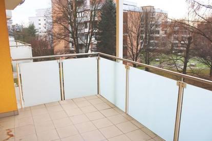 Ruhelage - neu renovierte 2-Zimmerwohnung mit Balkon