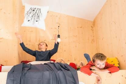 Wohnen, spielen, lernen, arbeiten im 118 m² Holz-Bungalow samt 733 m² Garten