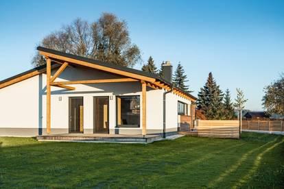 Neubau bezugsfertig! Gesund u. erholt wohnen im Bungalow aus Naturbaustoffen, bepflanzter Garten
