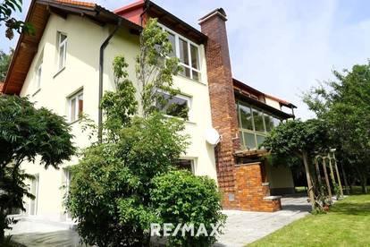Wunderschöne Dachgeschoßwohnung mit atemberaubender Aussicht zu vermieten!