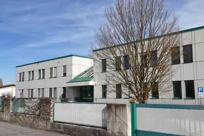 Bürogebäude mit Lager- und Laborräumen, Parkplätze und Aussenanlagen - Erweiterung möglich