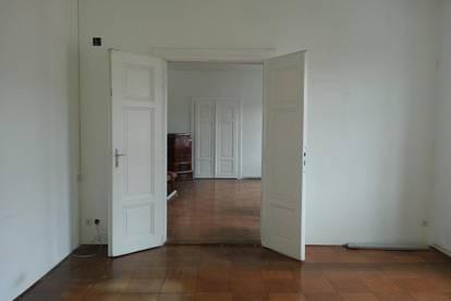 Zentrale helle Altbauwohnung mit 2 Zimmern in Groß Siegharts