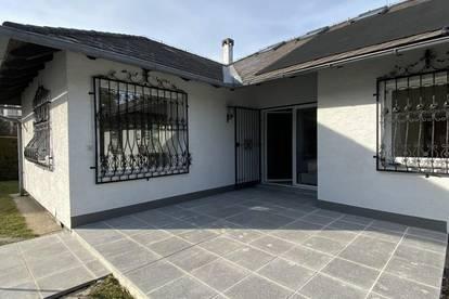 Absolute Ruhelage! Frisch renoviertes 120 m2 großes Einfamilienhaus mit Swimmingpool zu vermieten!