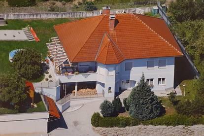 Provisionsfrei! Großzügiges Ein- oder Mehrfamilienhaus in ruhiger Siedlungslage