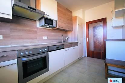 Perfekt aufgeteilte 3 Zimmer Wohnung mit Loggia in bester Lage