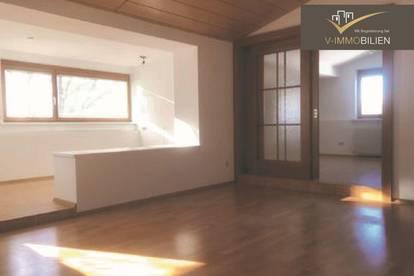 geräumige 4 Zimmer Dachgeschosswohnung mit Loggia und Balkon